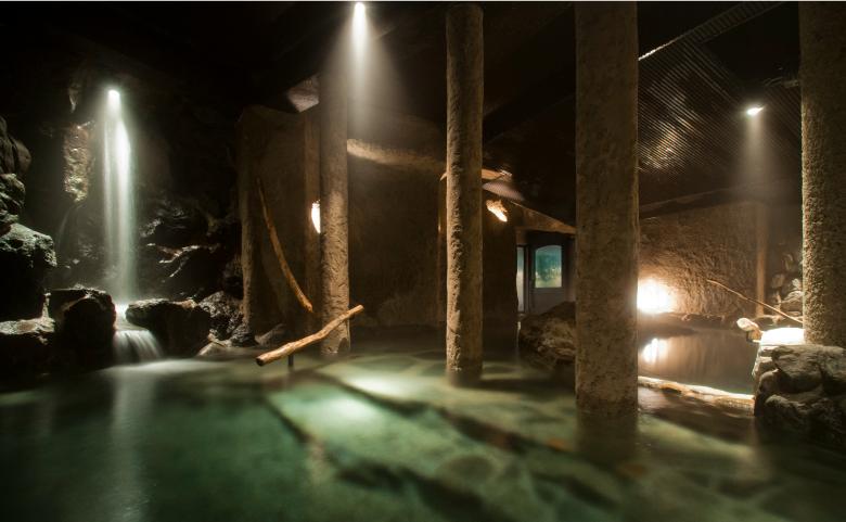 仙仁温泉「岩の湯」に泊まる「ろくもん2号和食プラン」と冬の風物詩「かまくら村」